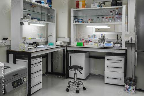 Fotografia  The interior of a modern biological laboratory.