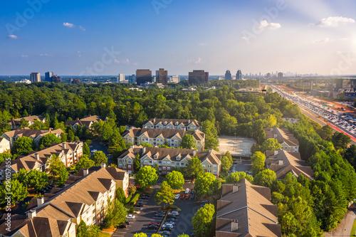 Fotografia  Condos in Atlanta suburbs just next to Highway GA 400