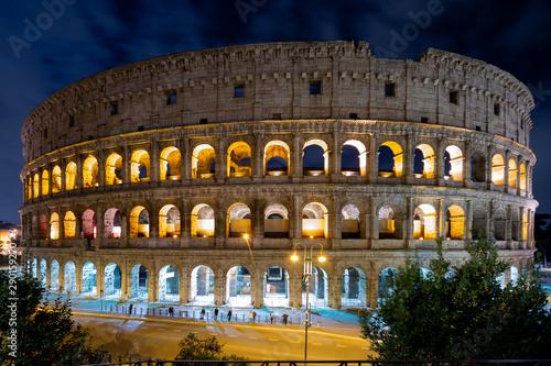 Obraz na plátne  Roman colosseum landmark in night light. Italy