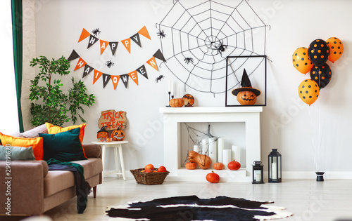 interior of house decorated for Halloween pumpkins, webs and spiders Fototapet