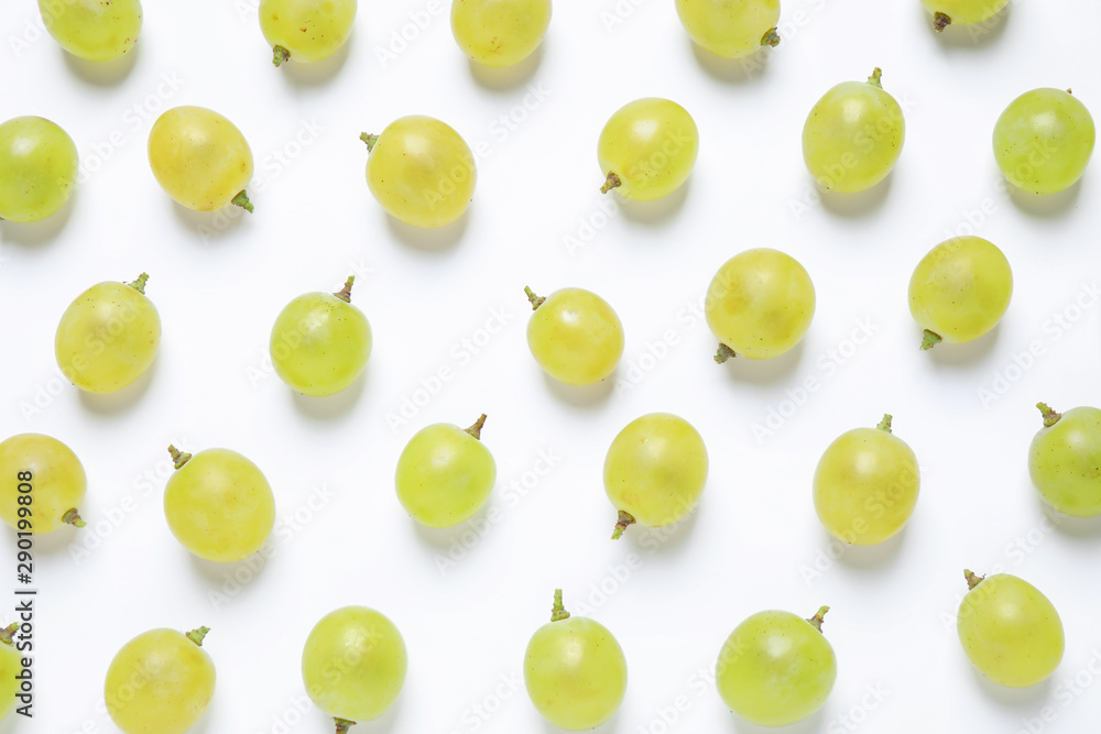 Fotografía  Fresh ripe juicy grapes on white background, top view
