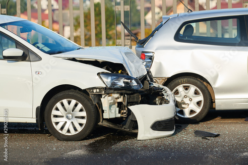 Photo sur Aluminium Fleur car crash accident on street. damaged automobiles