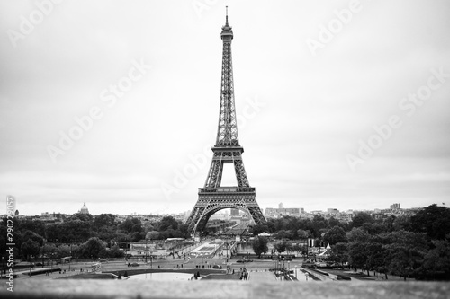 black-and-white-eiffel-tower-paris