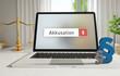 Akkusation – Laptop Monitor im Büro mit Begriff im Suchfeld. Paragraf und Waage. Recht, Gesetz, Anwalt.