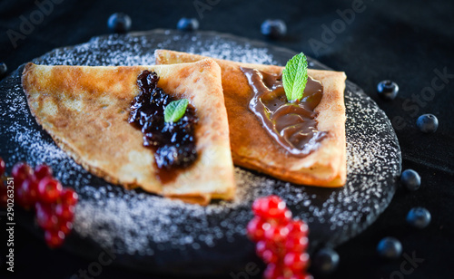 Cadres-photo bureau Dessert delicious home made pancakes with fresh fruits & chocolate