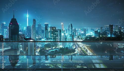 Obrazy miasto  pusta-przezroczysta-szklana-podloga-na-dachu-z-panorama-miasta