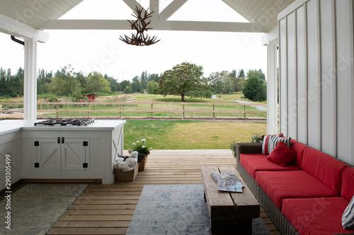 Canvastavla Modern upscale farmhouse patio