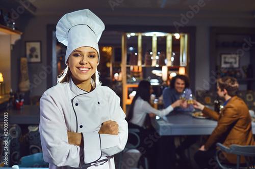 Fototapeta Woman chef in a restaurant. obraz