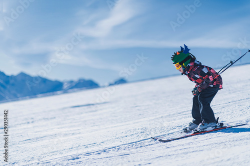 Fotomural  Child Skiing in the Mountains