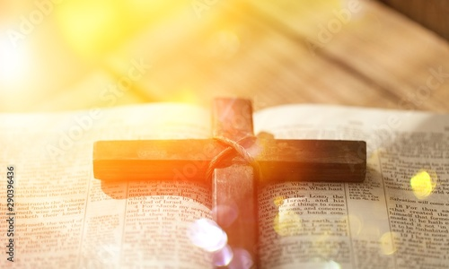 Fotografia  Holy Bible  book on  background