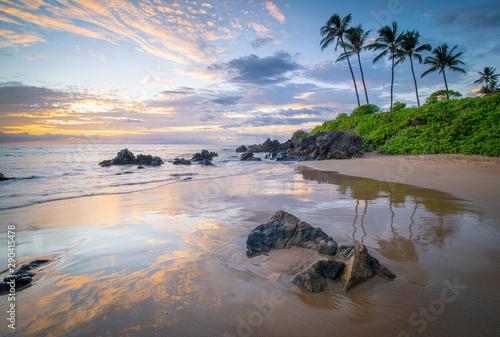 Poster Mer coucher du soleil Sunset along a rocky south Maui coastline
