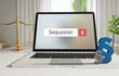 Sequester – Laptop Monitor im Büro mit Begriff im Suchfeld. Paragraf und Waage. Recht, Gesetz, Anwalt.