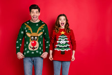 Portrait Of Astonished Two People Wife With Brunette Hair Scream Wow Enjoy Deer Christmas Pattern Fashion Jumper Wear Denim Jeans Stylish Trendy Pullover Isolated Over Red Color Background
