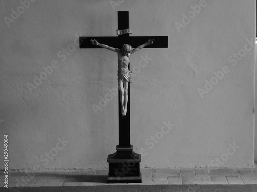 Fotografía A cross with jesus on it in the monastery chorin.