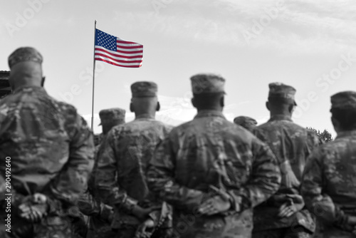 Cuadros en Lienzo American Soldiers and Flag of USA. US Army. Veteran Day
