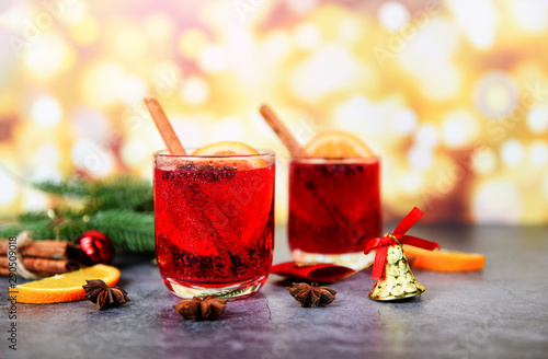 Poster de jardin Bar Christmas mulled wine delicious holiday like parties with orange cinnamon star anise spices traditional christmas drinks winter holidays homemade red mulled wine glasses decorated table
