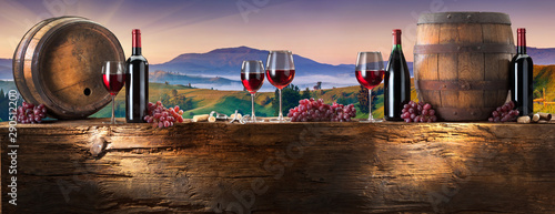 Fond de hotte en verre imprimé Vin red wine on an old wood with a landscape background