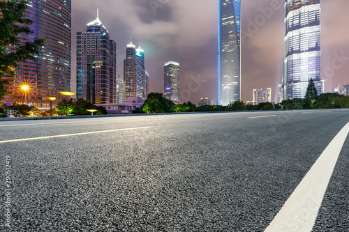 Spoed Fotobehang Nacht snelweg Shanghai modern commercial buildings and asphalt highway at night,China.