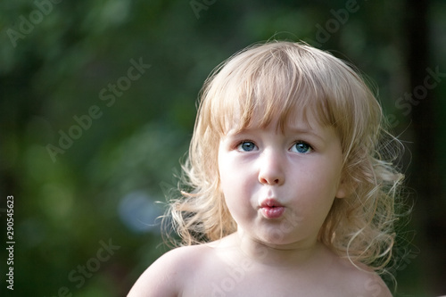 Photo little white girl face emotional portrait close-up view on green summer outdoor