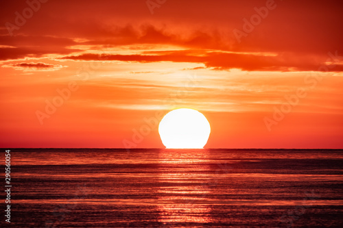 Poster de jardin Corail Beautiful red and orange sunset over the sea. The sun goes down over the sea.