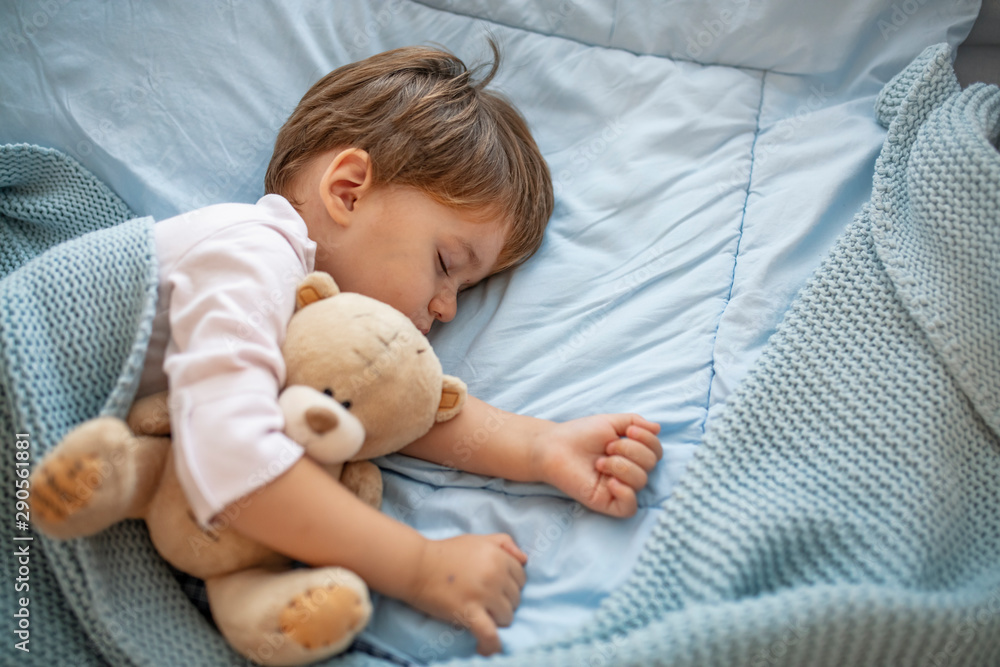 Fototapety, obrazy: Cute little kid sleeping. Little boy sleeping in bed Cute little boy sleeping, tired child taking a nap in his small bed, clean, fresh and cozy bedding sheets, bedtime for kids