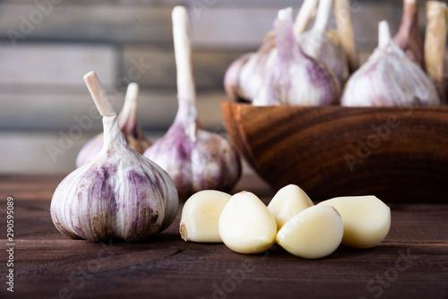Cuadros en Lienzo  garlic on a wooden table. Healthy spices, healthy food