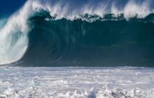 Giant Breaking Ocean Wave In H...