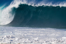 Giant Breaking Ocean Wave In H...