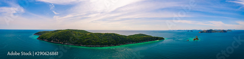 Door stickers Green blue Aerial panorama view of beautiful island with blue ocean in Sattahip, Thailand