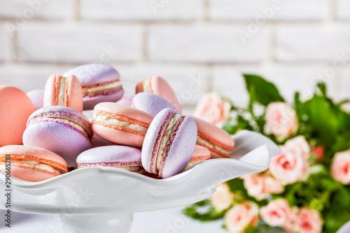 Foto auf AluDibond Macarons close-up of macarons on a white platter