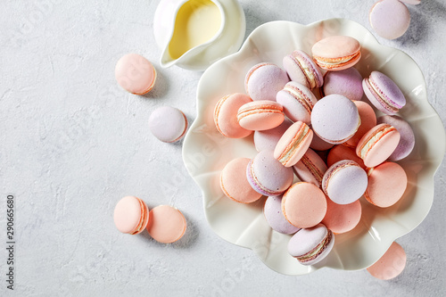 Foto auf AluDibond Macarons french macarons on a porcelain cake stand