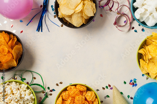Cuadros en Lienzo  Background with snacks, balloons, party hat, confetti