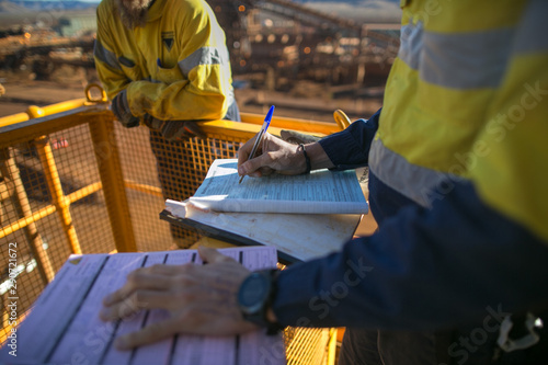 Fotografía  Miner supervisor sigh of working at height working permit prior to performing hi