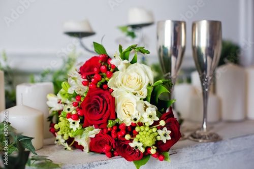 Poster Pays d Asie bouquet of white and red roses
