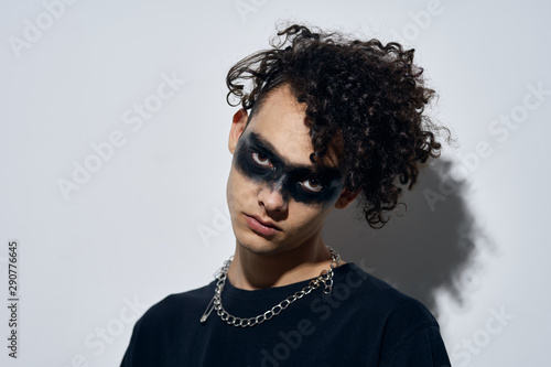 Photo  portrait of young man in sunglasses sith
