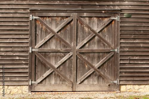Carta da parati Old, unpainted, wooden Dutch doors on a wooden barn.