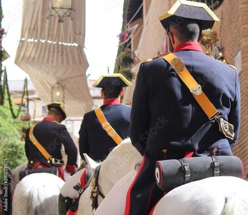 Photo Miembros a caballo de la Guardia Civil en uniforme de gala