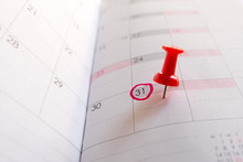 Red Push Pin On Calendar, Red ...