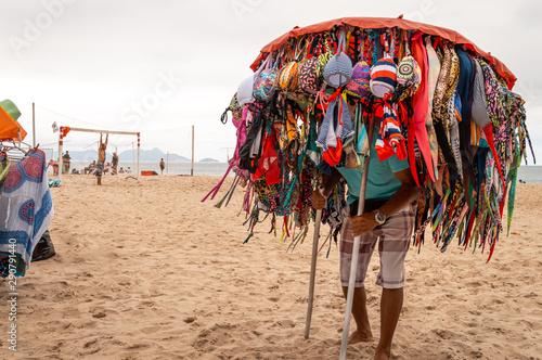 Vendedor ambulante de playa en Brasil Wallpaper Mural