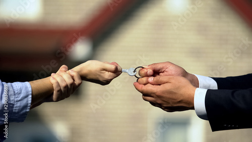 Fotomural Man and woman pulling key from house, division of property after divorce closeup