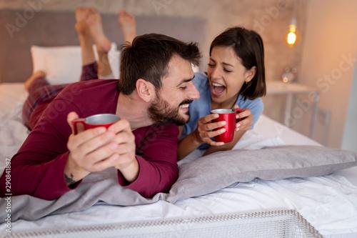 Photo sur Aluminium Graffiti collage Couple having coffee in bed