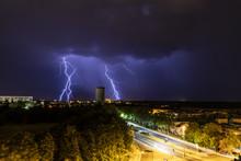 Orage Et Impact De Foudre Sur La Ville De Poitiers - France