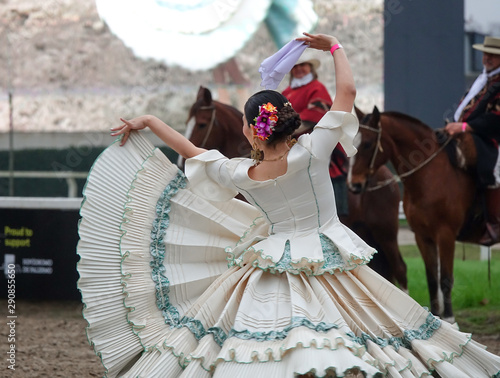 Photo  Argentinian traditional festival with gauchos and paisanas