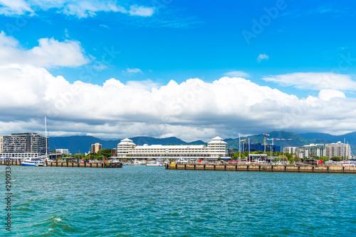 Fényképezés Famous Cairns Promenade and Cayman Creek, Australia