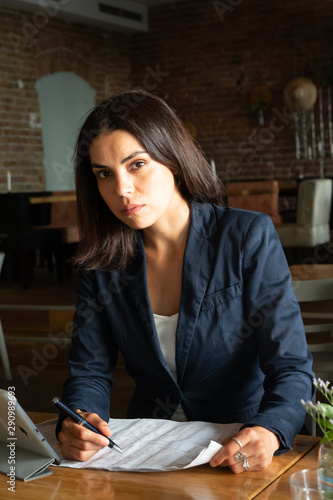 Poster de jardin Bar Thoughtful focused and intent female worker or student deeply absorbed in work