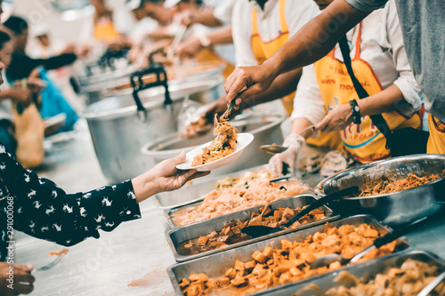 Canvas Food sharing with the homeless in society : concept of famine and charity food