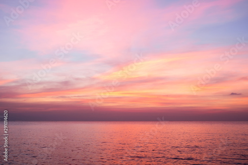 La pose en embrasure Rose clair / pale Sky in the pink, blue and purple colors sky