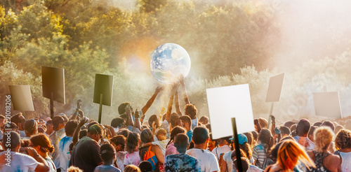 Photo People gather to protest climate change