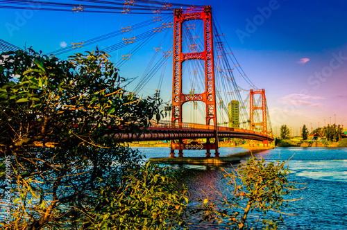 Fototapeta premium Most w tle miasta Santa Fe w Argentynie.