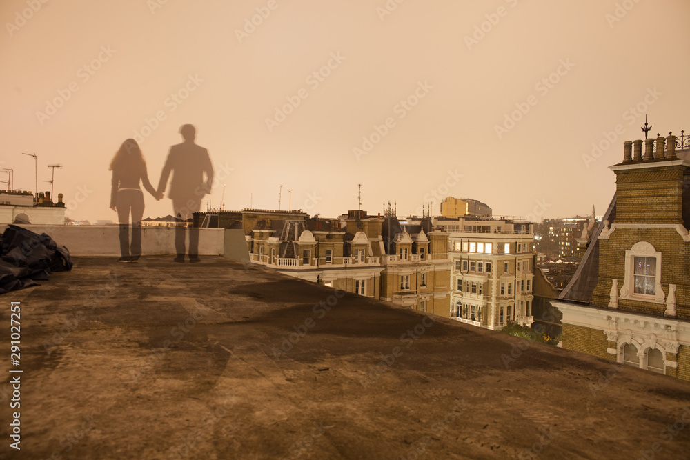 Fototapety, obrazy: long exposure couple holding hands on london rooftop